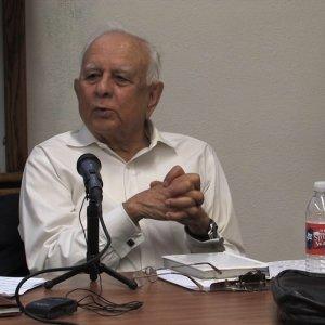 Famed Urdu broadcaster Abul Hasan Naghmi visits HUF